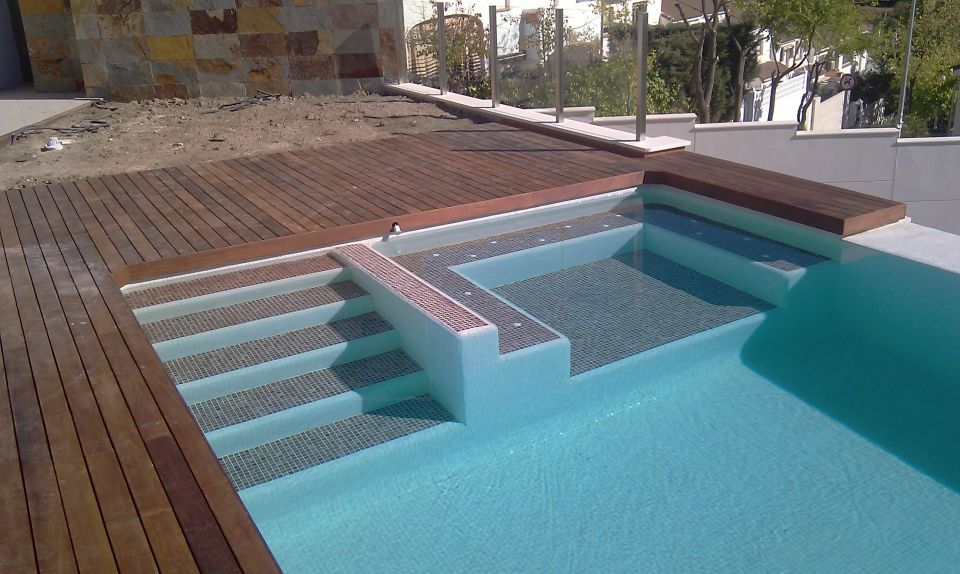 Piscina gresite blanco como construir una piscina for Piscinas con gresite blanco
